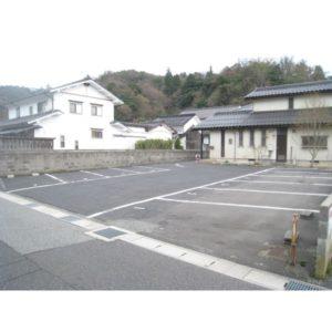 栗谷町青木駐車場